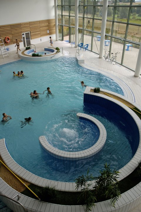 Centre nautique intercommunal trie ch teau arval for Piscine 3 chateaux
