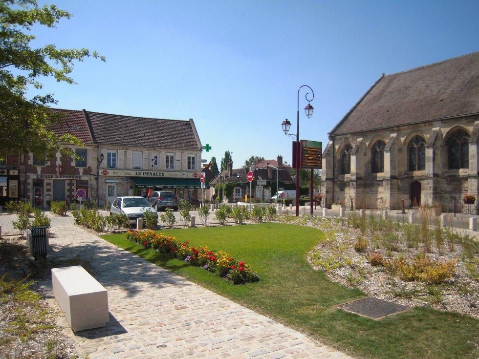 ARVAL architecture - Aménagement de la place Saint Georges – Chevrière - 2 arval place chevrière